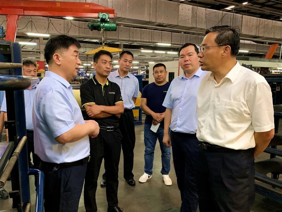 抚州市副市长邵士官到枣矿橡胶公司丰源轮胎调研指导工作